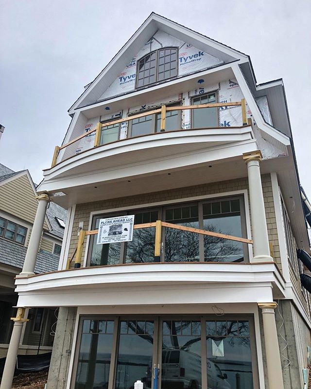 Cabinet delivery day on this beautiful home designed by @plansahead ✨ Swipe through to see the beautiful view from the balcony!!