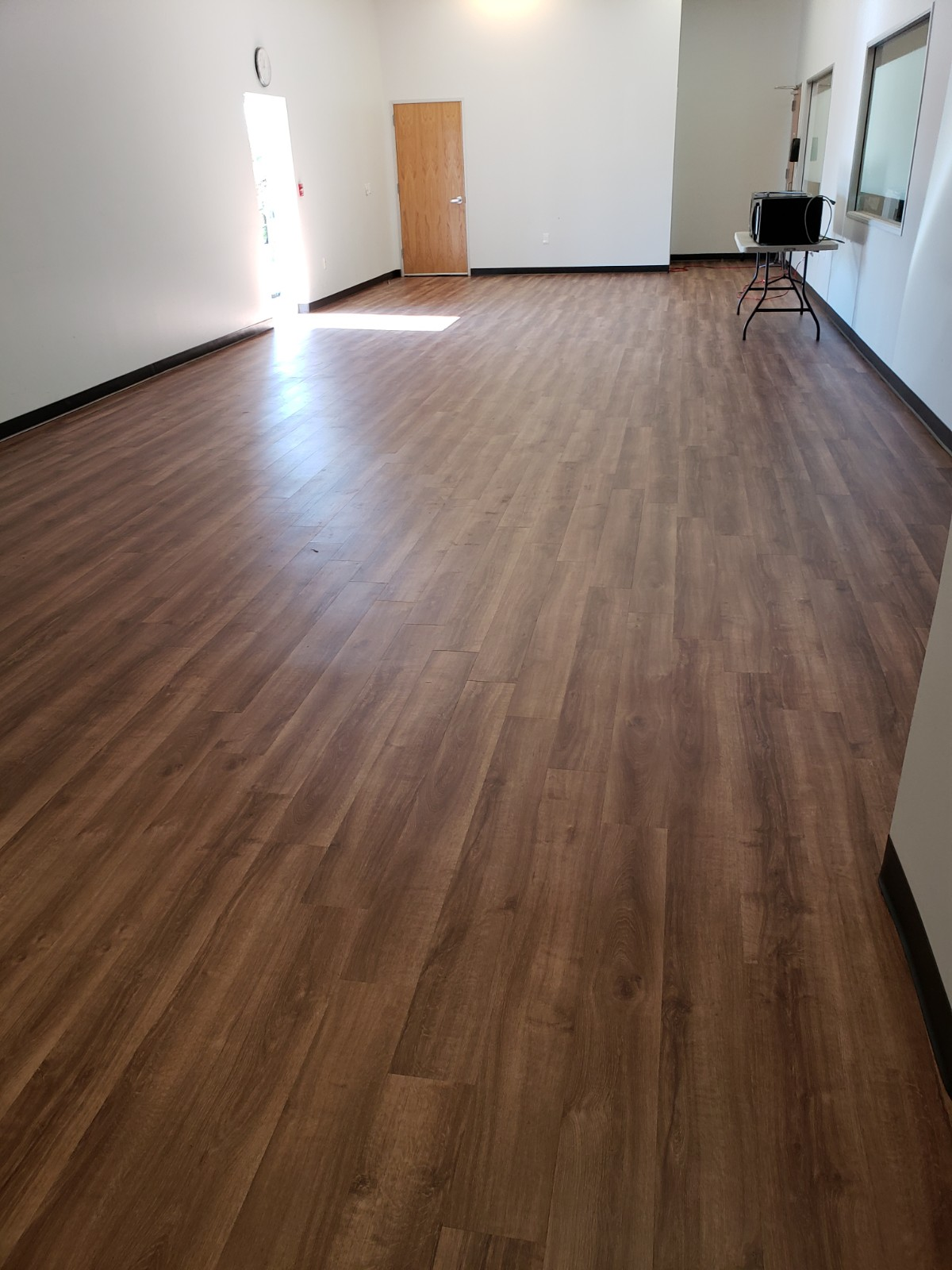 LVT flooring provides a wood-like finish, adding warmth and depth to the space, and thus allowing for a variety of design possibilities.