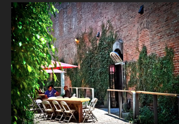 I discovered this little gem two years ago when Chay and I were in the mood for brunch but wanted something different. Its tucked away down an alley in the Arts District with lots of seating and lush greenery.  Daily Dose Cafe is definitely a neighborhood place where locals sit and chill for a while.