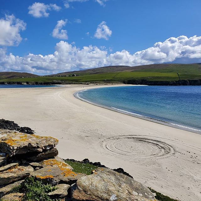 Perfect weather to #explore #stniniansisle #shetland yesterday. The #turquoisesea and #whitesand #beach #tombolo made it hard to turn away and visit the 12th-century church ruin and skerries that are just as spectacular in their own right.  #scotlandadventures #scotlandlover #scotland #scotlandmagazine #scottishislands #insta_scotland #scotland_greatshots #sandbar #beautifulhistory #bluewater #scotlandsun #scotland_ig #scottishhistory