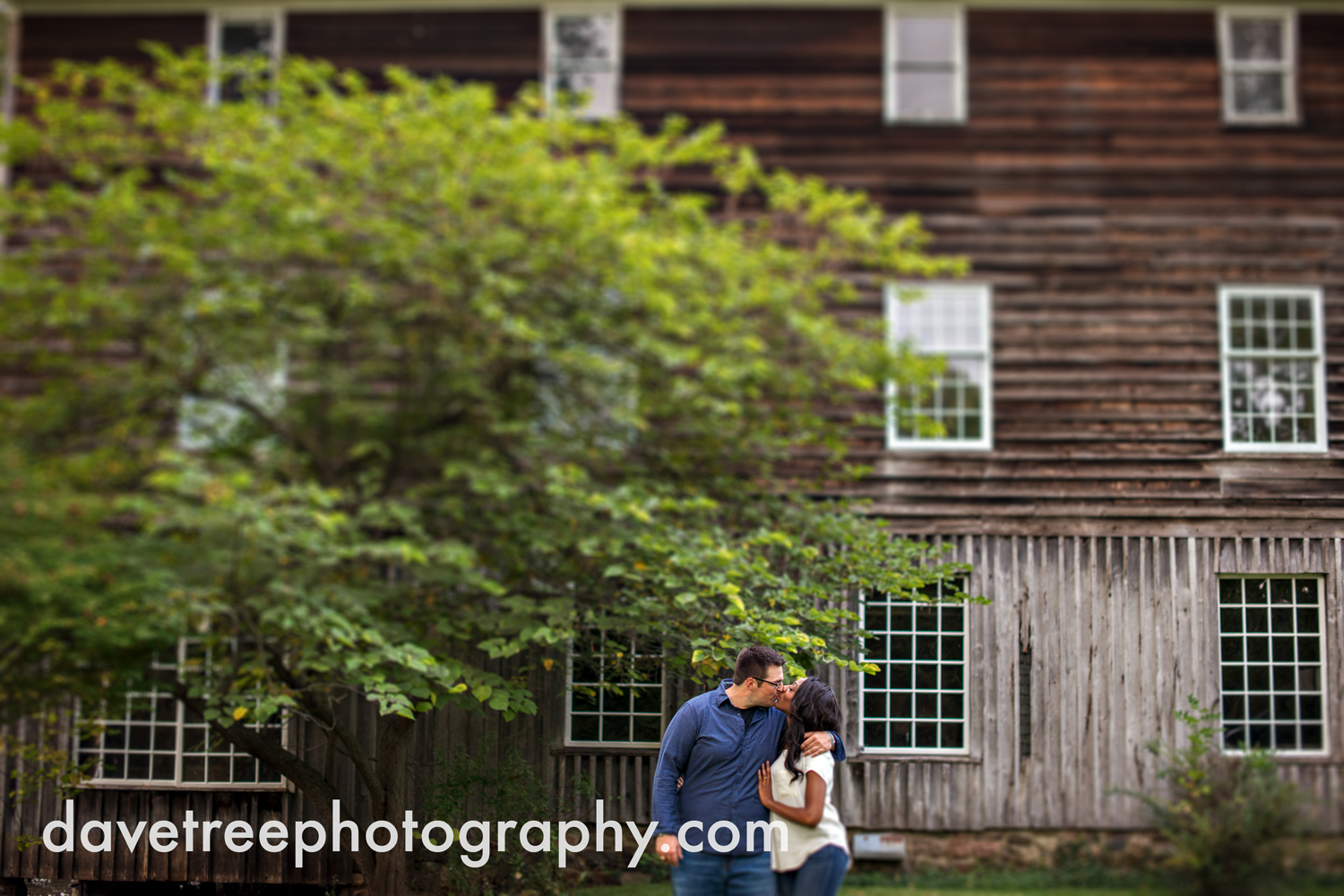 kalamazoo_wedding_photographer_kalamazoo_engagement_photographer_09.jpg