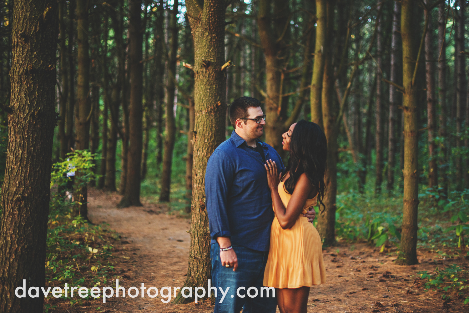 kalamazoo_wedding_photographer_kalamazoo_engagement_photographer_14.jpg