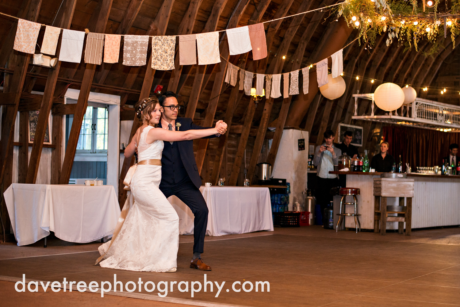 benton_harbor_wedding_photographer_blue_dress_barn_122.jpg