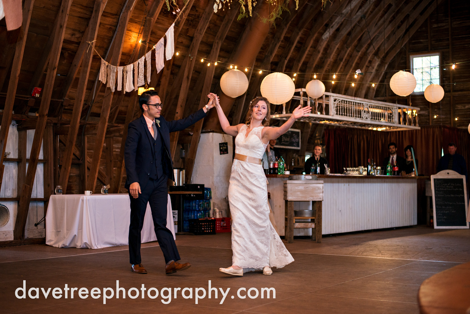 benton_harbor_wedding_photographer_blue_dress_barn_121.jpg