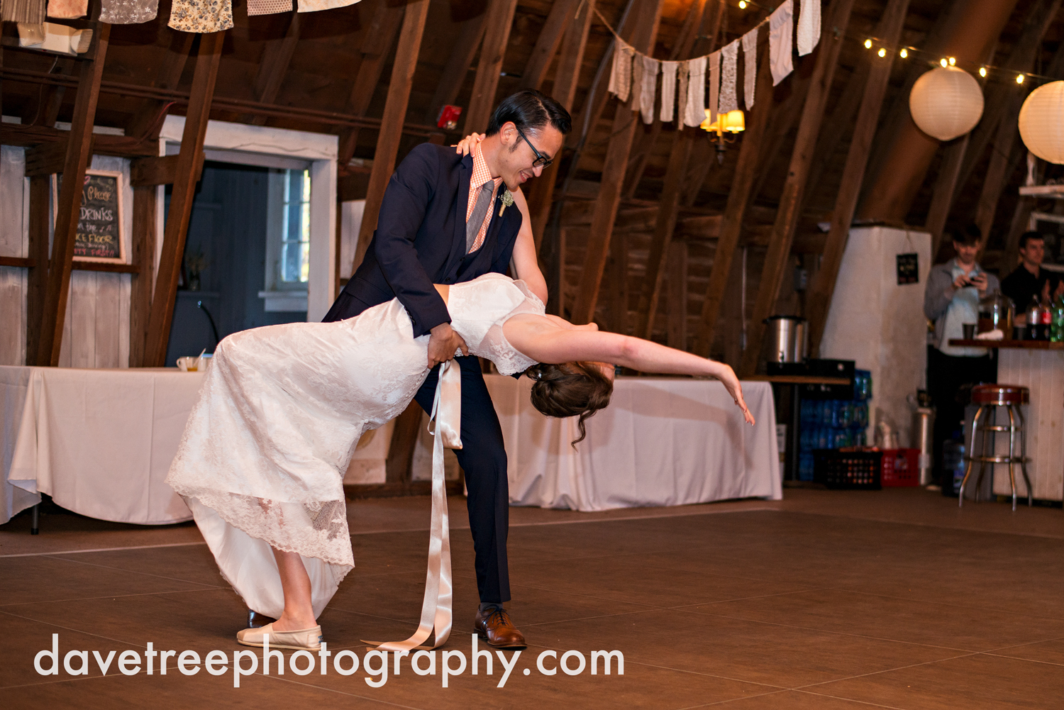 benton_harbor_wedding_photographer_blue_dress_barn_123.jpg
