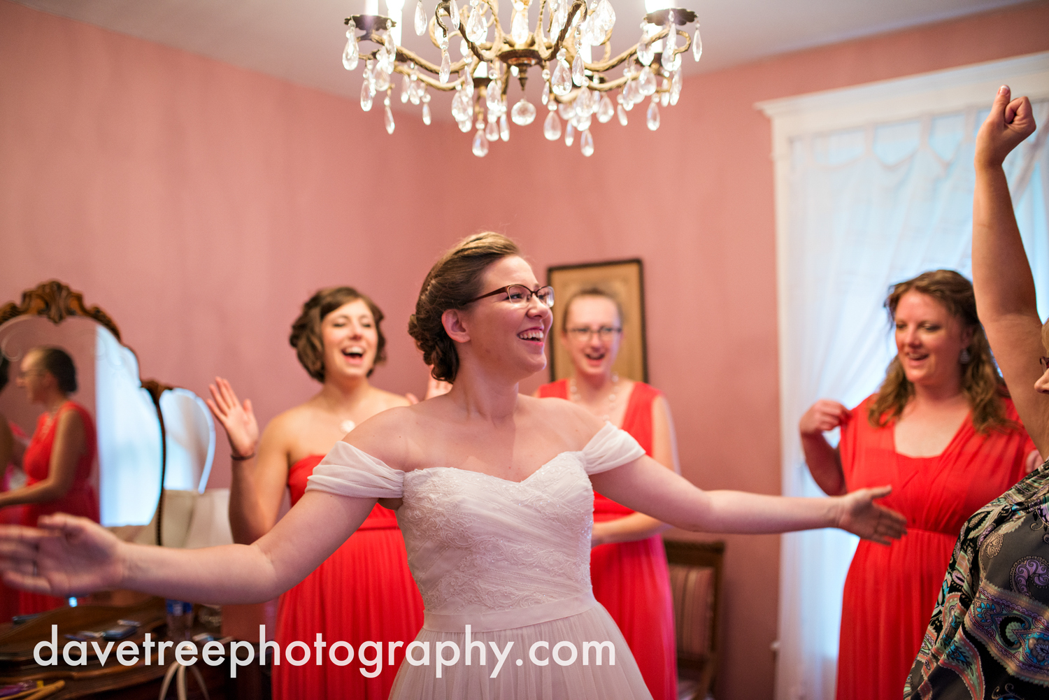 grand_haven_wedding_photographer_weaver_house_wedding_108.jpg