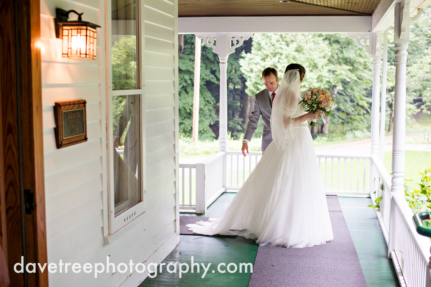 grand_haven_wedding_photographer_weaver_house_wedding_177.jpg