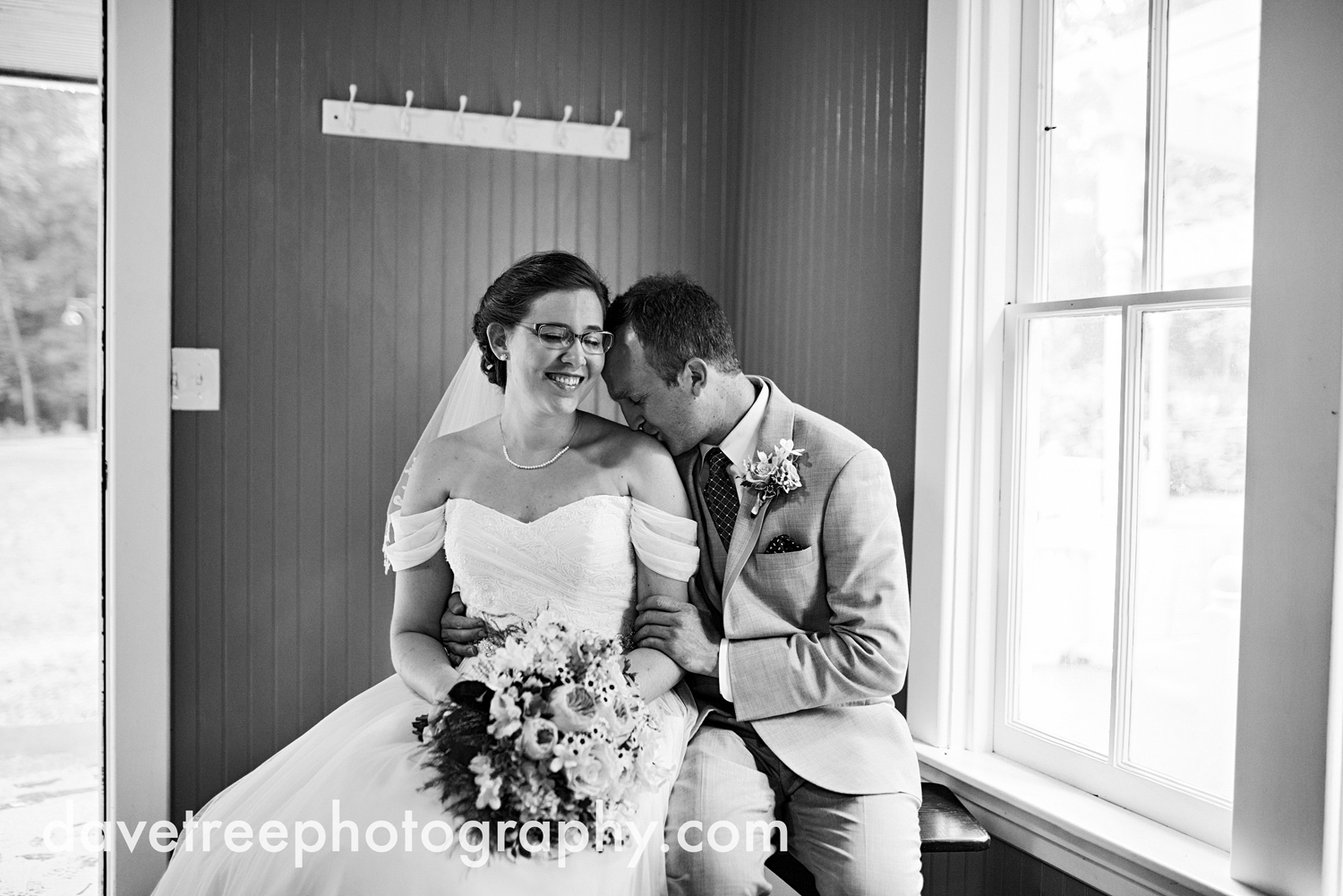 grand_haven_wedding_photographer_weaver_house_wedding_03.jpg