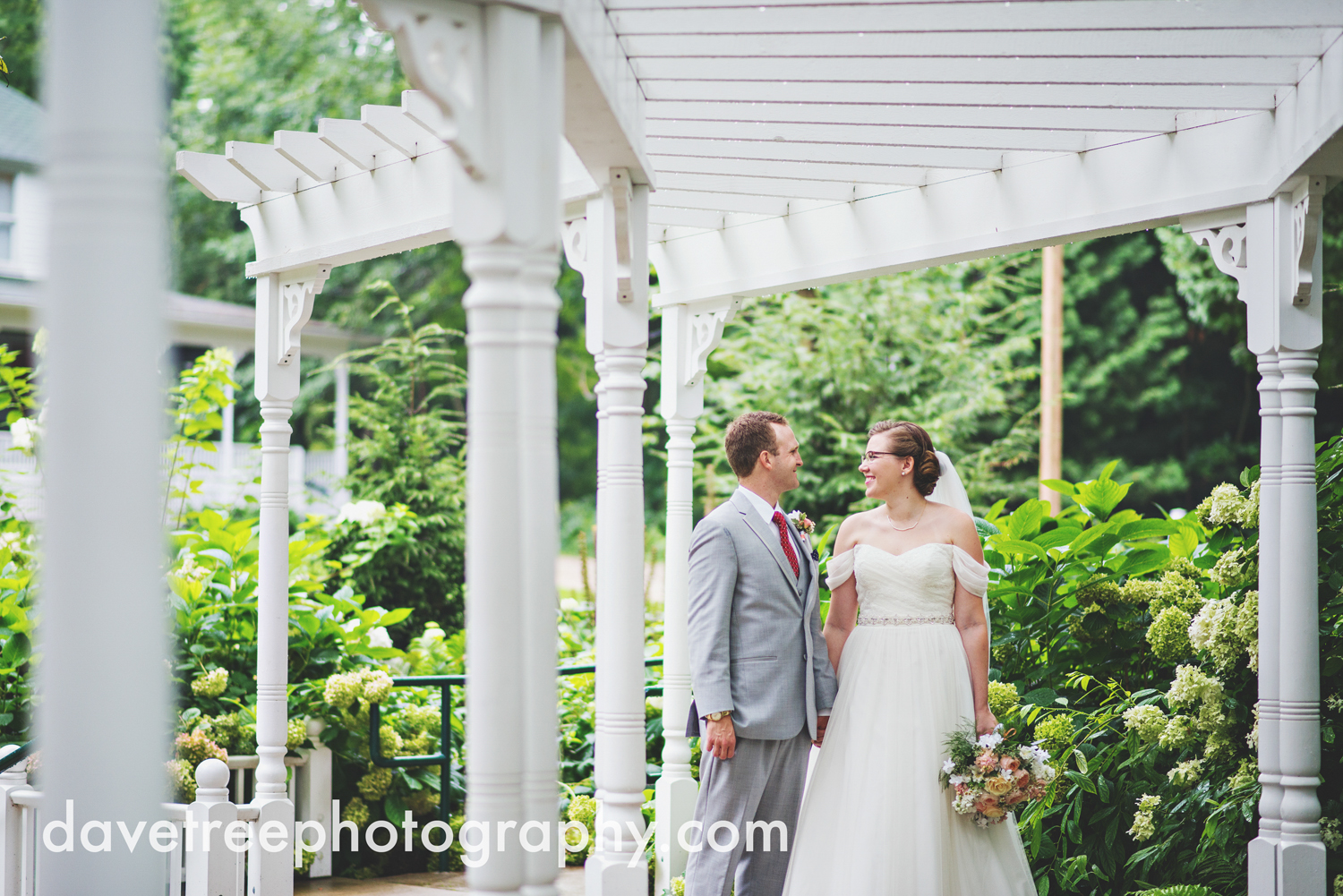 grand_haven_wedding_photographer_weaver_house_wedding_04.jpg