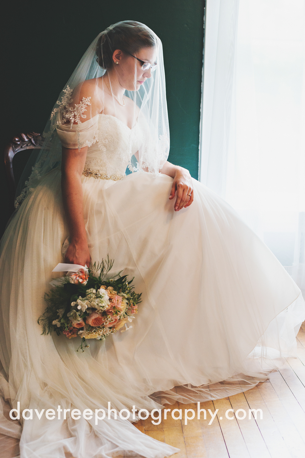 grand_haven_wedding_photographer_weaver_house_wedding_16.jpg