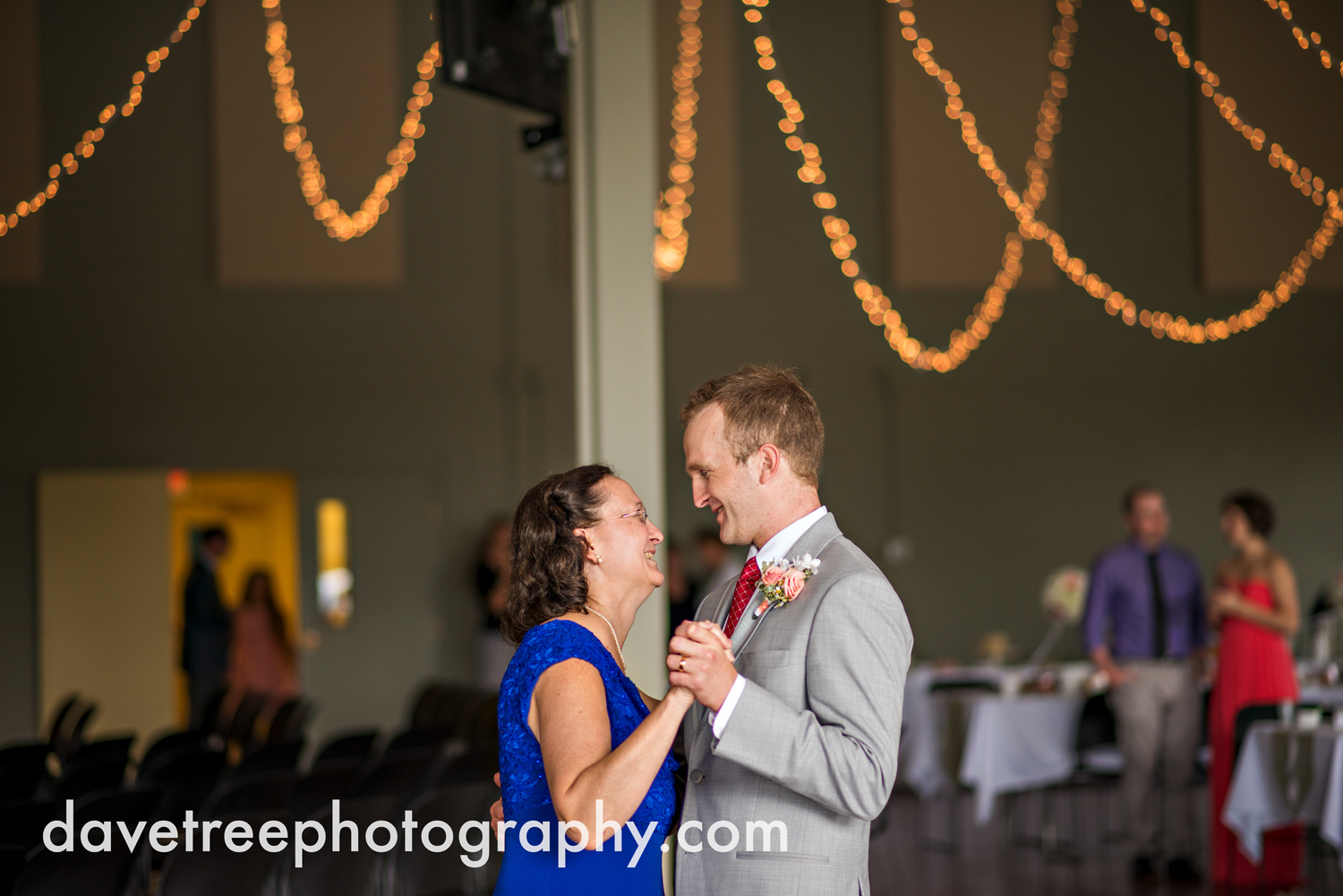 grand_haven_wedding_photographer_weaver_house_wedding_136.jpg