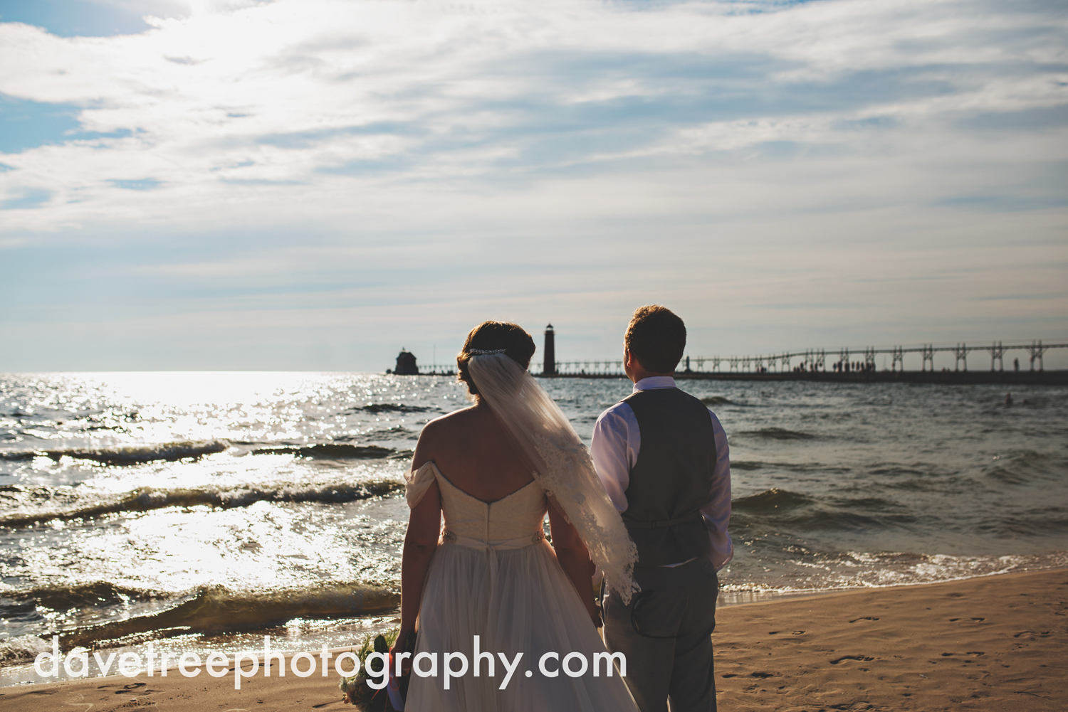 grand_haven_wedding_photographer_weaver_house_wedding_35.jpg