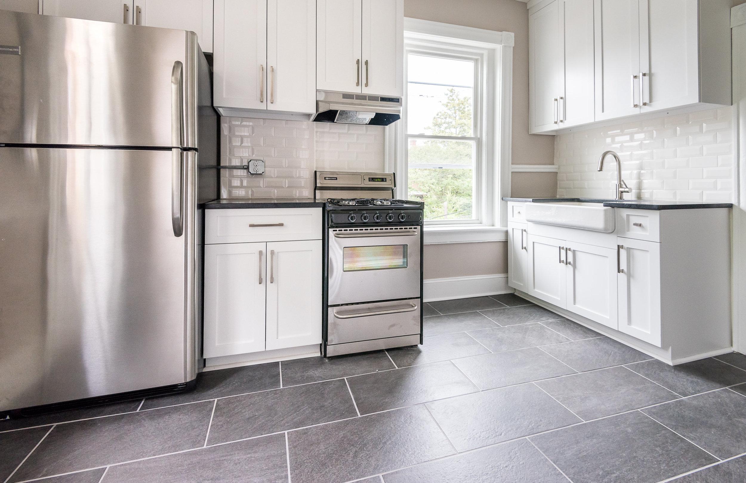 106a kitchen1.jpg