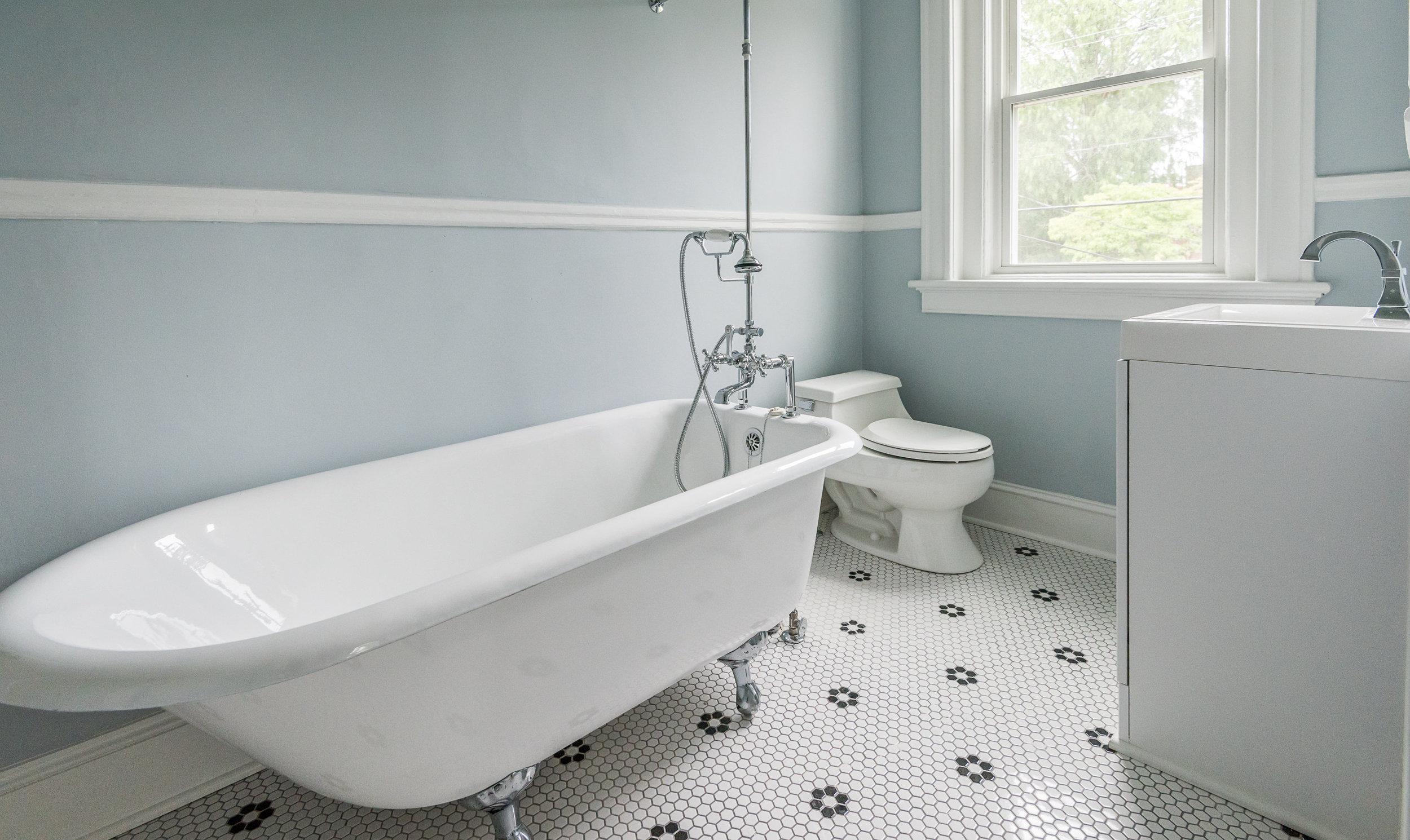 106a bathroom 1.jpg