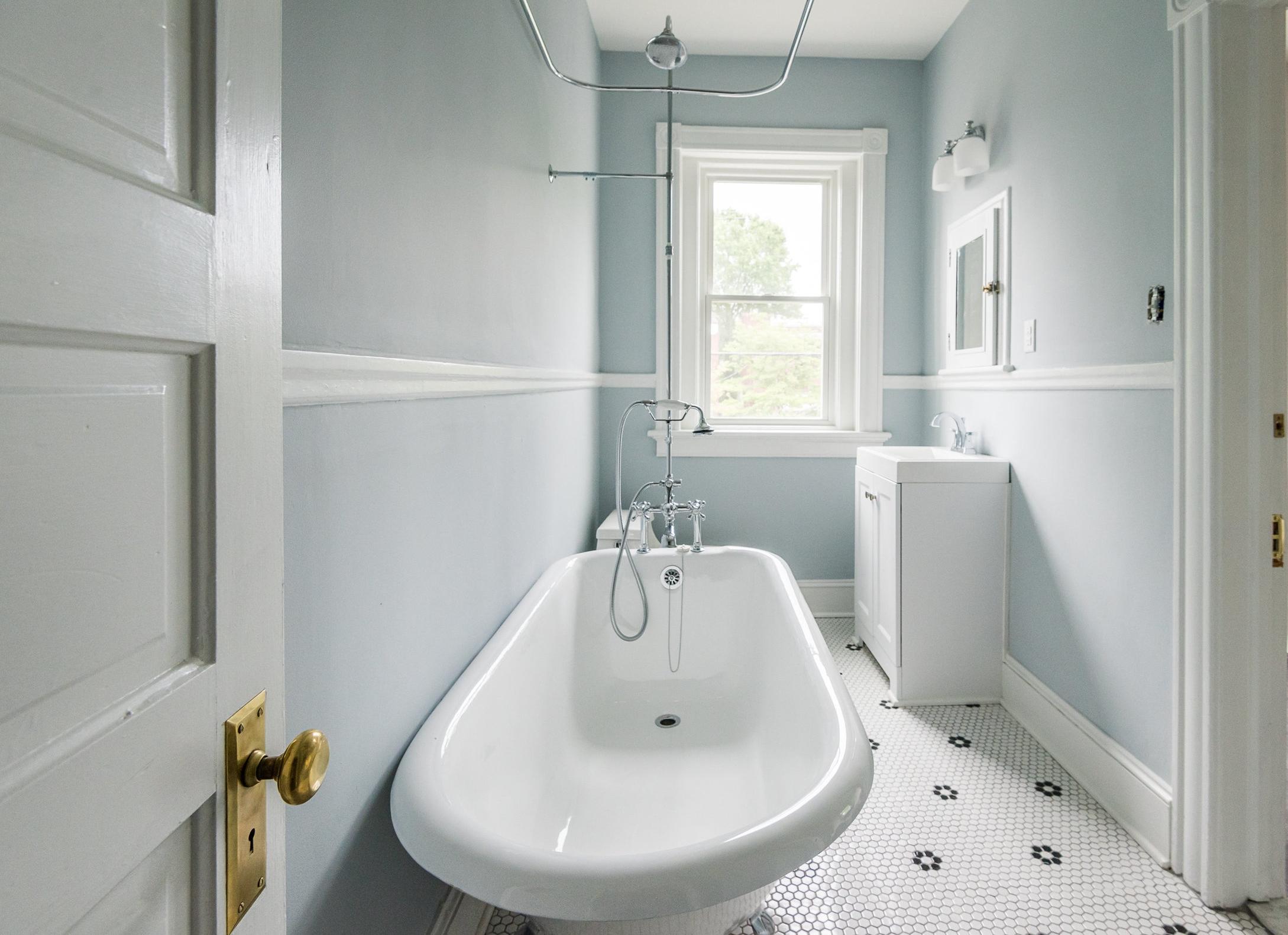 106a bathroom.jpg