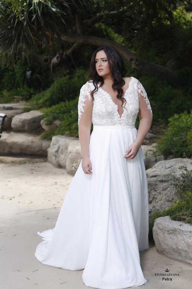 Plus_size_boho_wedding_dress_Petra-(1).jpg