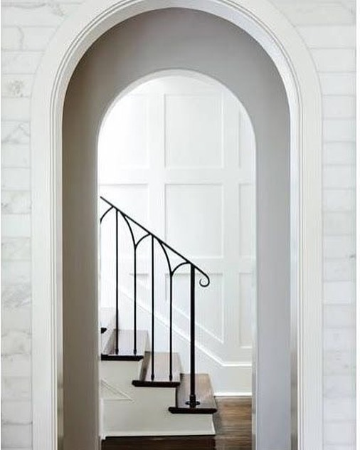WROUGHT IRON - Taking a break from all the curl and swirls to a more modern, simple and yet still classy design of wrought iron as staircase ❤️