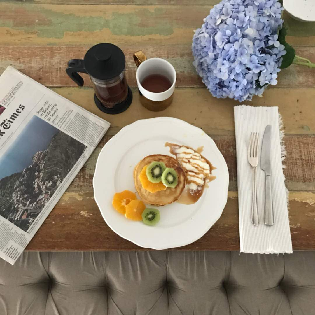 And if your friend is Asma' she would also take the liberty to flatlay the breakfast for you 😂
