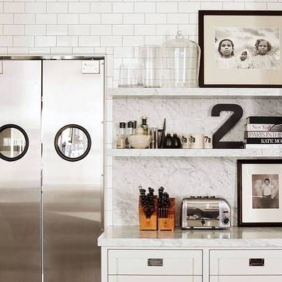 CELEBRITY HOMES - You'd think this stainless steel door is only made for McD and other commercial kitchens, but Meg Ryan shows us that it's not and frienddddd, we've gotta agree with her!