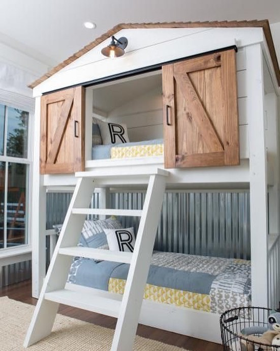 BUNKBEDS - One for the boys! Because every child deserves its own custom barn door? 😂😂😂 One of our favorite episodes from #fixerupper Season 4! The most extreme transformation to date from the show, who would have thought a run down old shack could look this good once renovated! Goes to show there is hope in everything - no matter how bad they look at first glance ❤️