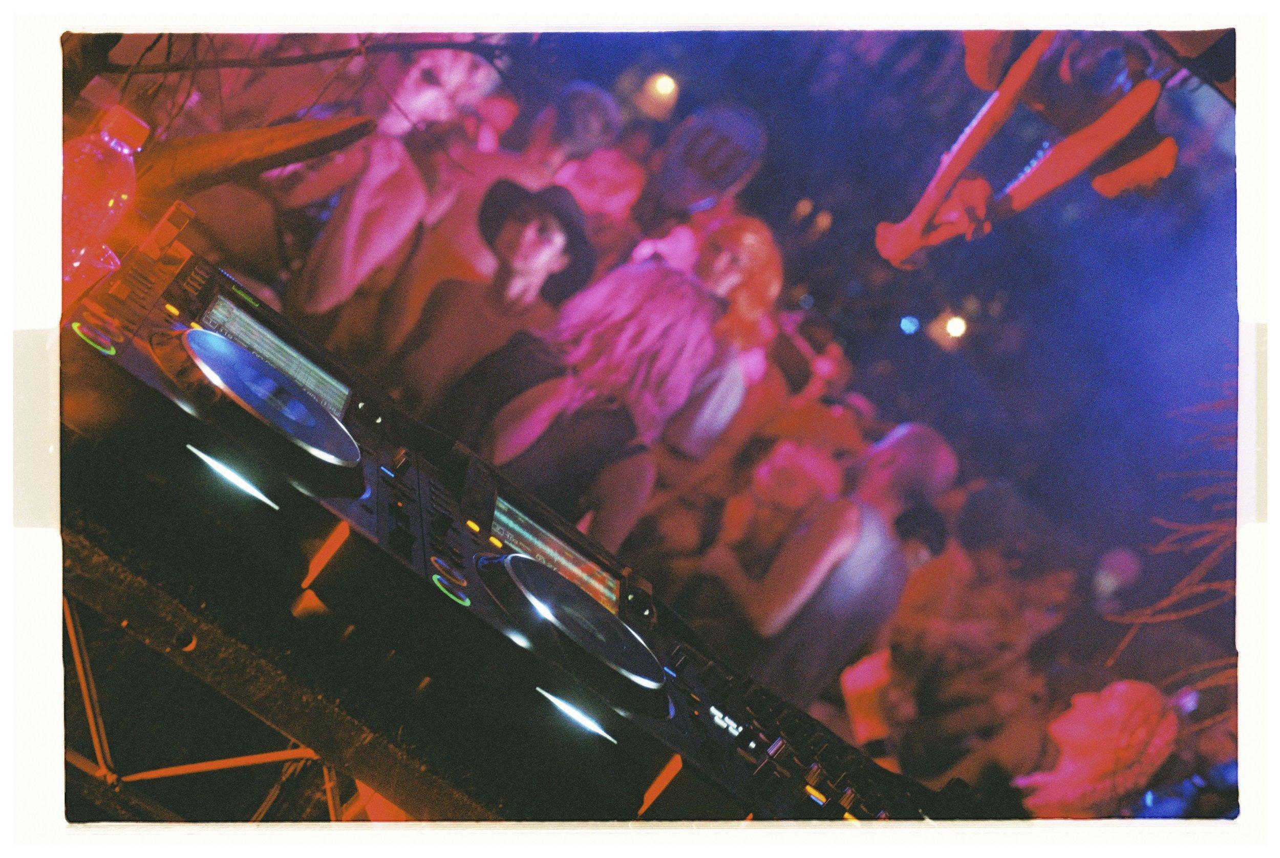 Crowd - Nikon F3 - Lomography 800 - 5.jpg
