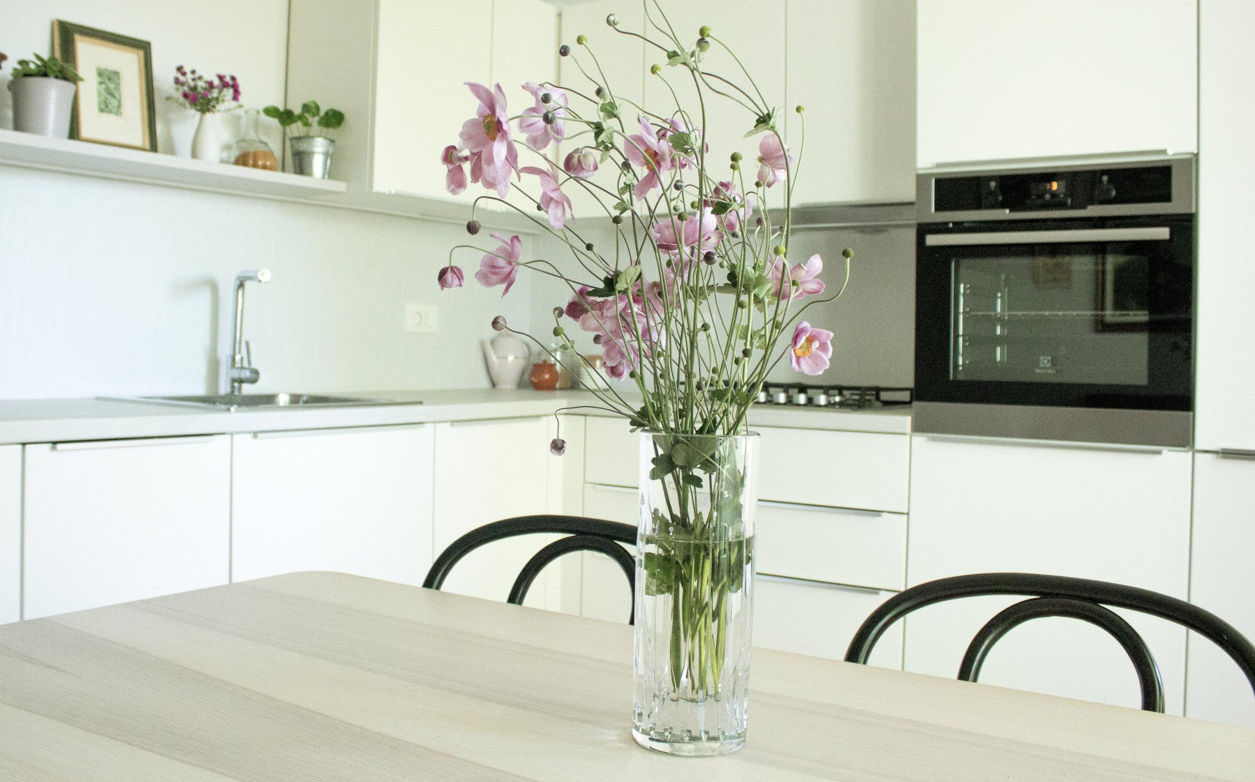 poke studio projekt_ženstvena oaza_kuhinja in jedilnica