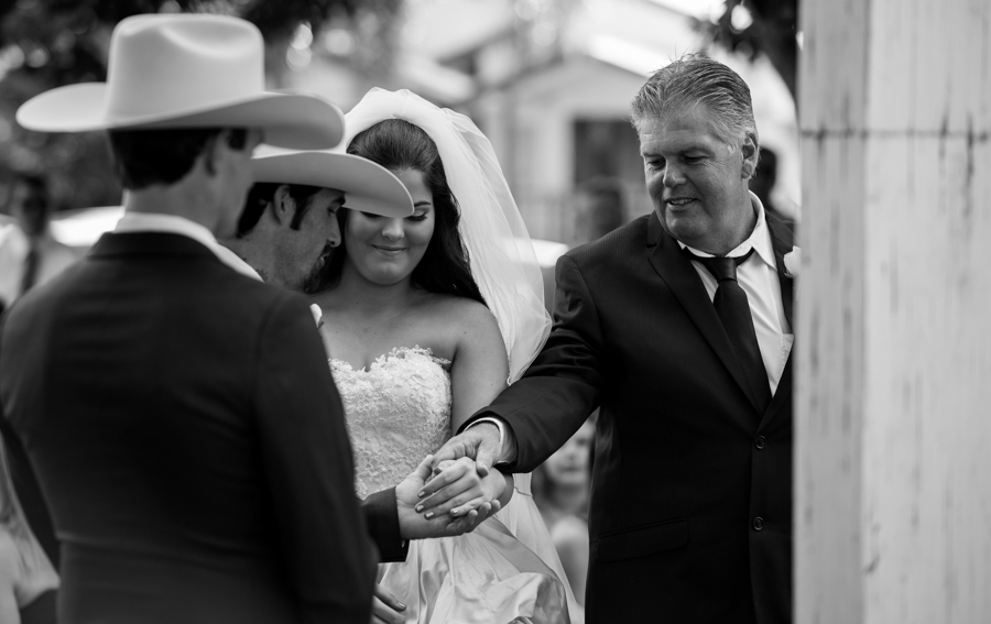 hervey bay wedding photographer-23.jpg