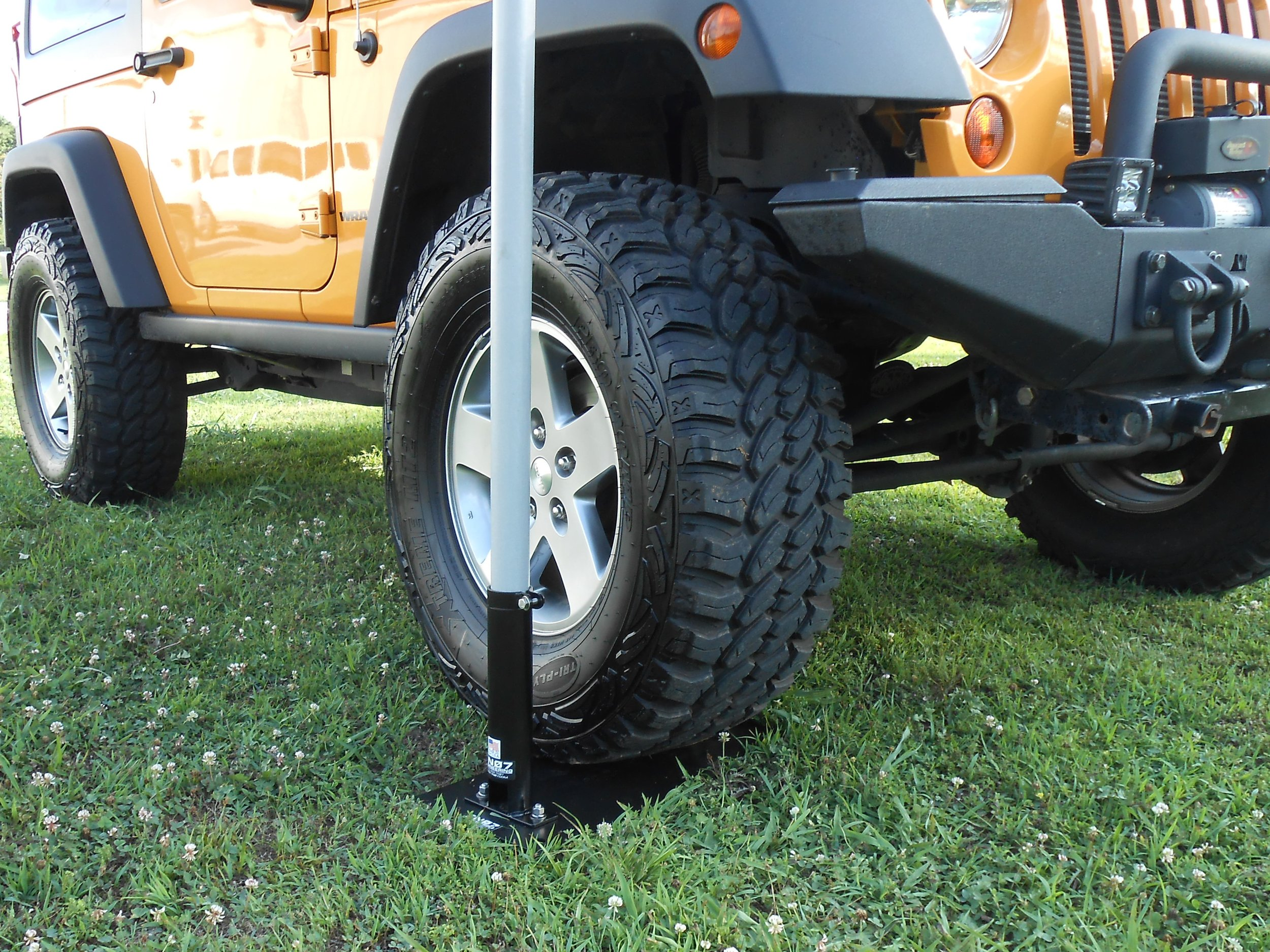Yellow Jeep - drive on mount - close up.JPG