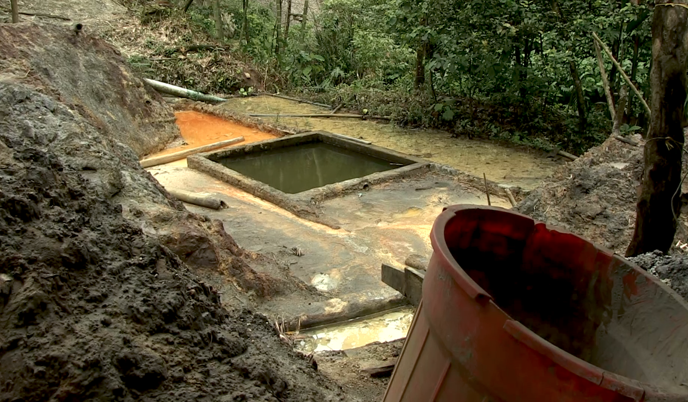 Mercury contaminated area adjacent to the Hondo River, Colombia. Photo: Video still courtesy of France 24, Spanish language television program.