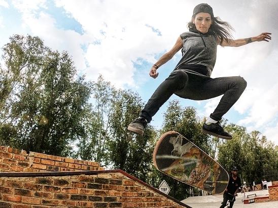 Girls Can Skate -