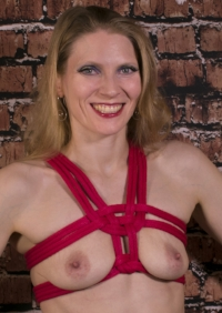 Chest harness tied with 8mm nylon
