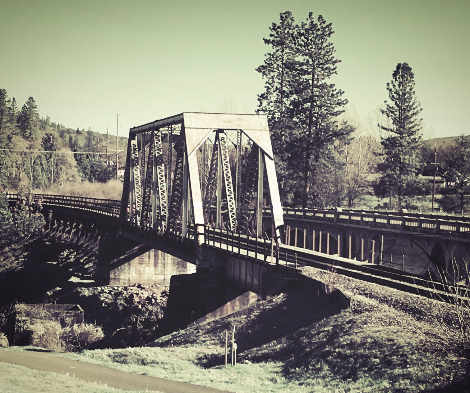 CORP-bridge-gold-hill-oregon