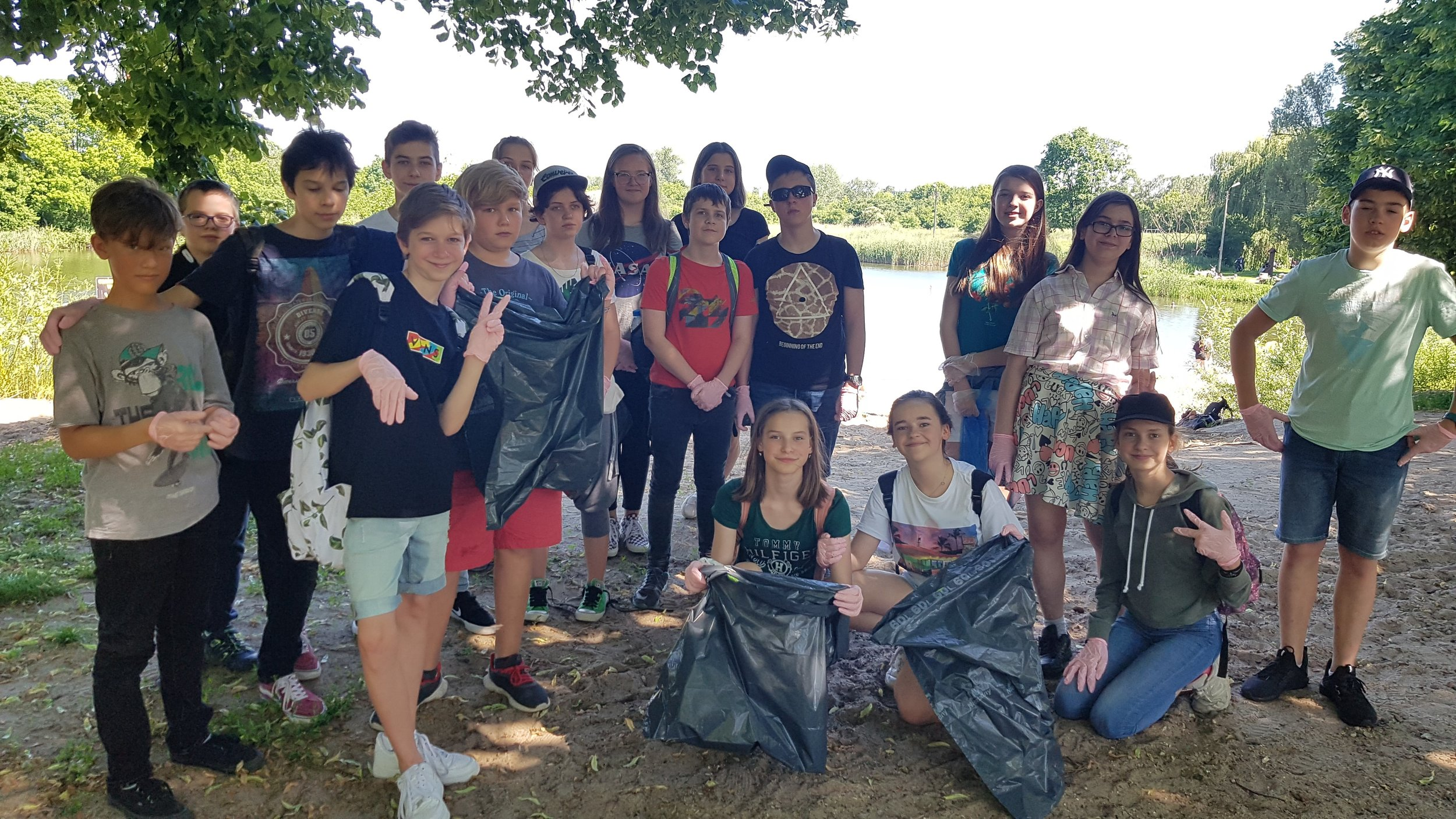 Global Scholars students in Warsaw inspired neighbors to join their lake cleanup