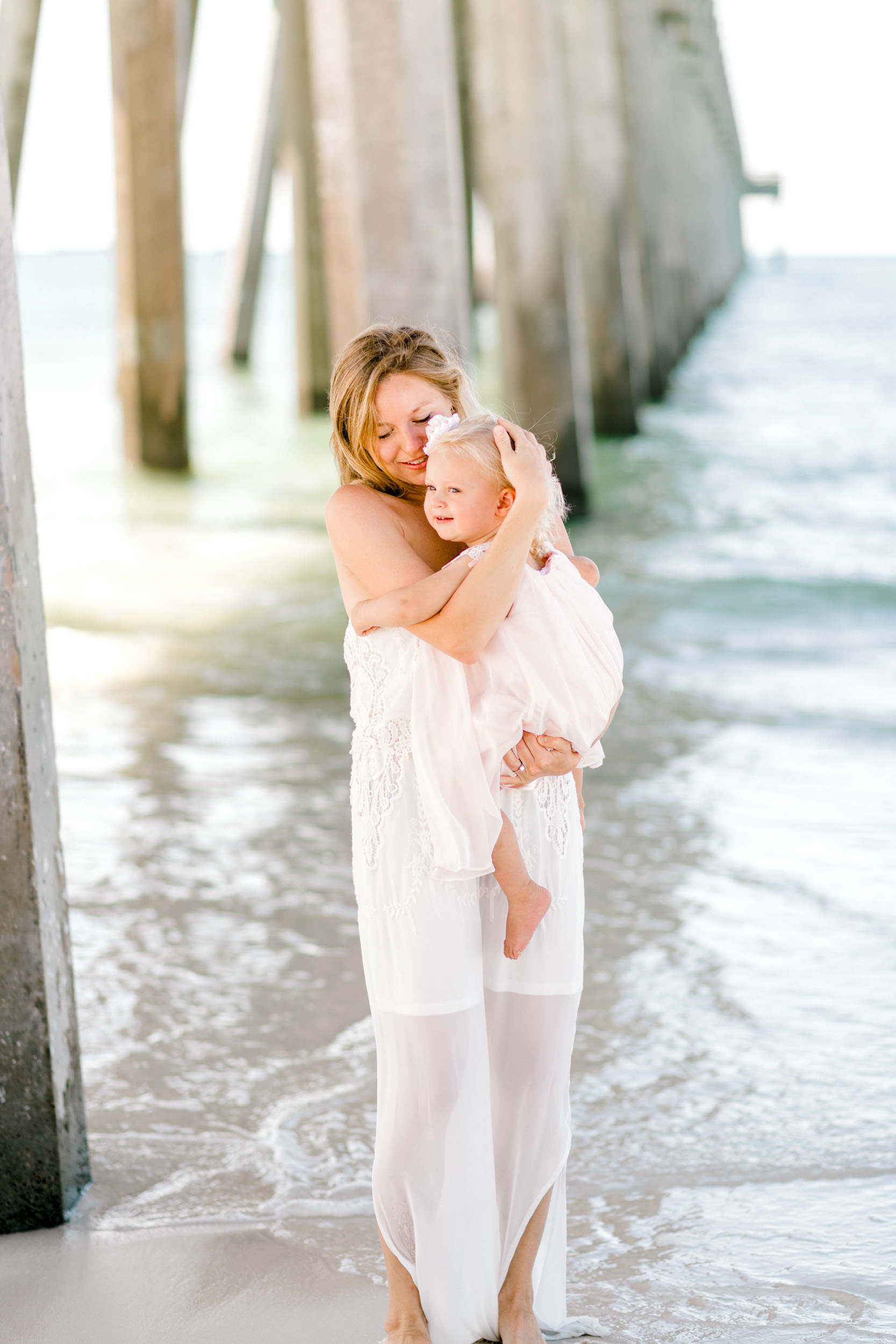 Mommy-daughter-beach