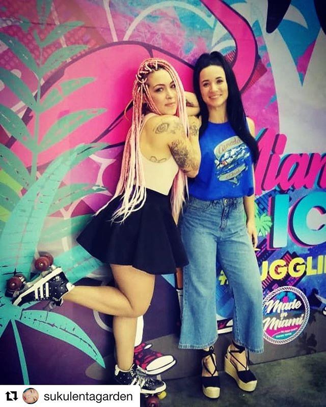 Next stop Perú 🇵🇪 @sukulentagarden ・・・ @vsaexpo si me encanta mí trabajo, lo disfruto a cada momento #vape #hostess #rollerhostess #pinkhair #corncrows @jahmid_trenzas #beauty #vapegirls @yaslokat #funo