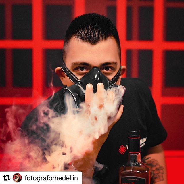 @fotografomedellin ・・・ No es humo... ES VAPOR! No es fumar... ES VAPEAR! El vapeo fue el ÚNICO metodo de reducción de riesgos que me alejo del tabaquismo. ¿Quieres dejar de fumar? Hablame y con gusto te cuento mi experiencia. 🔝 #photogram #instagood #photooftheday #photoeveryday #Vapeo #Vaping #VapeLove #Vapear #Vapeando #VapeoColombia #VapeandoColombia #VapingColombia #YoNoFumoYoVapeo #Vap #Vape #ElVapeoSalvaVidas #FamiliaVapetube