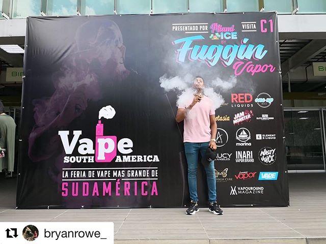 @bryanrowe_ ・・・ Sin Duda una de las mejores Experiencias hasta ahora vividas  Llegar  a la Expo Vape más grande de Sur America!! Y poder representar mi tienda de vapeo @mr_monkey_gt  y a todos los Vapers de Guatemala 🇬🇹 @vsaexpo  #vaper #vape #vapetricks #vapergram #vapecommunity #vaporizador #HazVaporGuate #MrMonkey #CigarrosElectronicos #vape502 #colombia #medellin  #vapeclouds