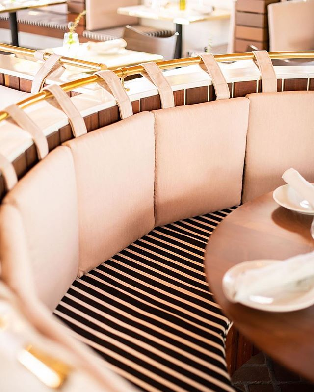 I love big round tables in restaurants. It's the only way to properly have a dinner party for 6-8 people. And pink booth cushions. Because pink. #ageoldtrade