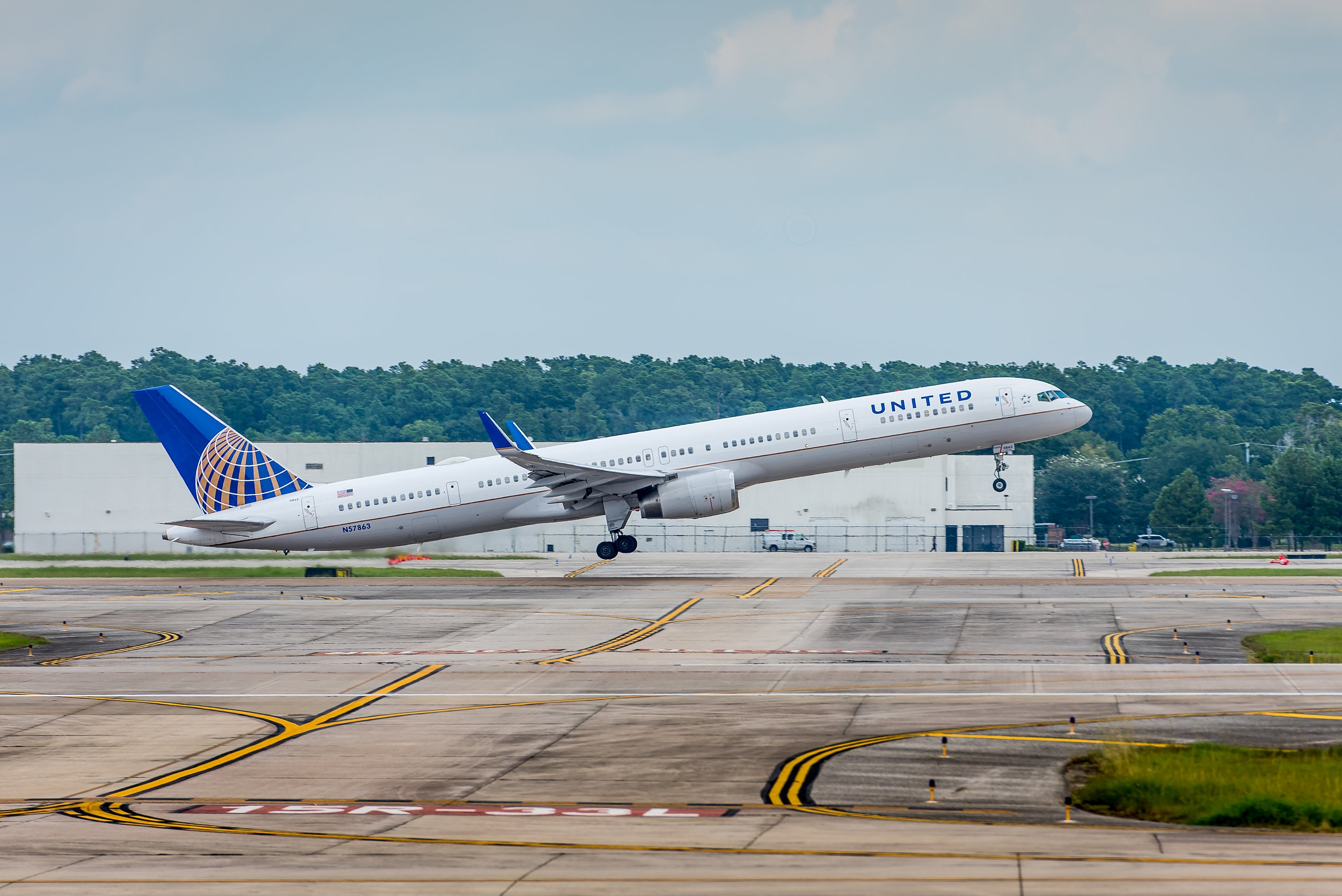 United Boeing 757 rotates off of runway 15L at Bush Intercontinental Airport in Houston
