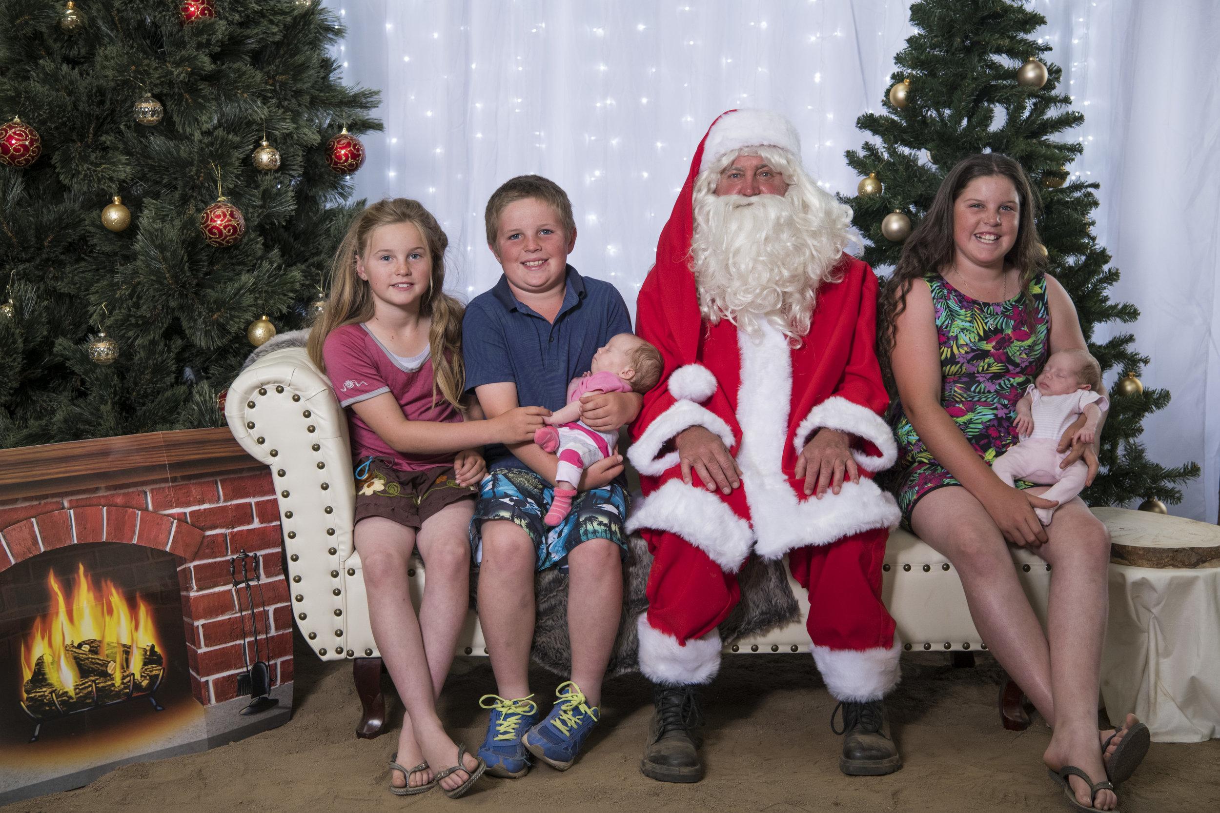 Classic country community Christmas Photo - Dec 2017