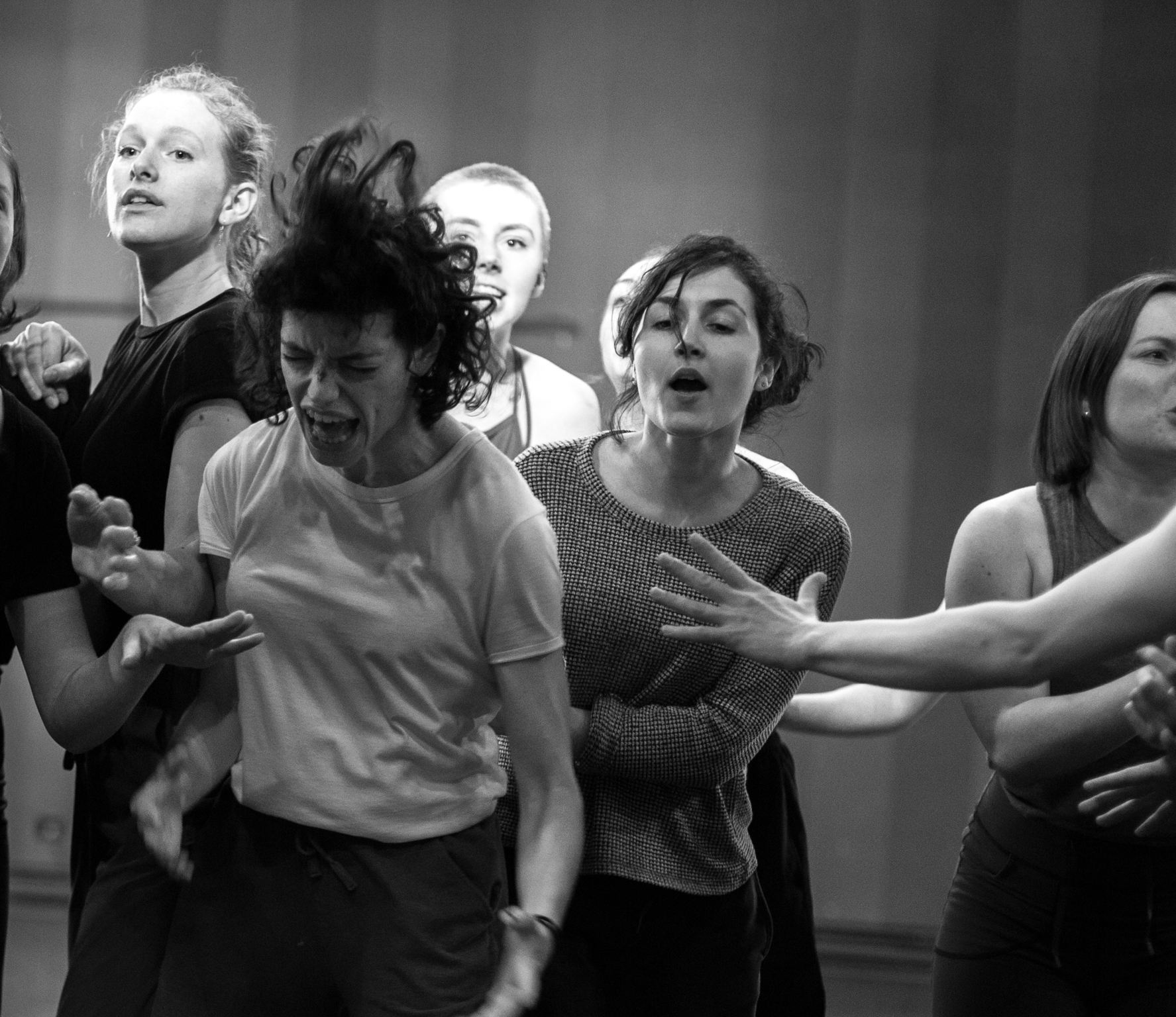 © Anne-Flore de Rochambeau // TransFormation Danse 2017 | Oriah Wiersma, Maxine Segalowitz, Clarke Blair, Adeline Faucher, Elsa Tellier