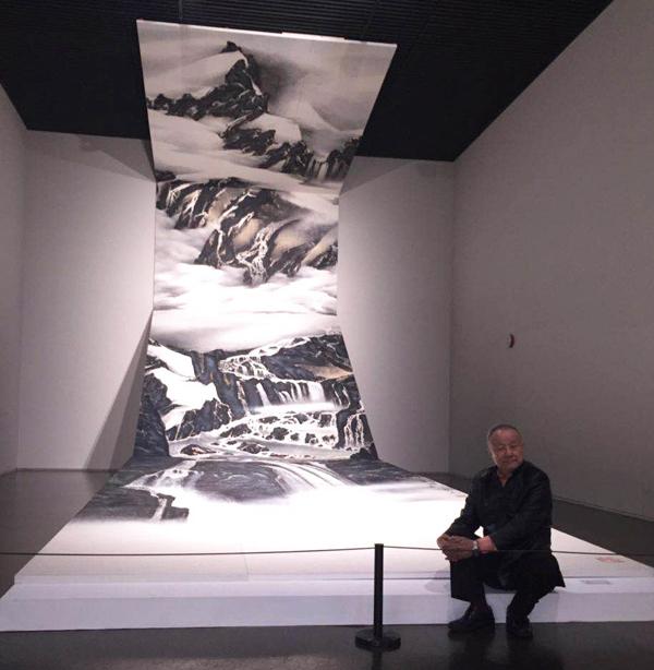 2016年4月 劉國松大作《源》首度在上海中華藝術宮展出。