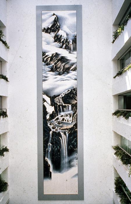 1989年於美國運通銀行香港分行六層樓高牆面展示的《源》。
