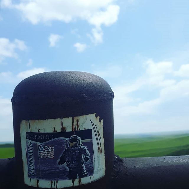 I was SO NERVOUS about my 1,000th post that i just didnt post for over a week. My desire fornsomething to be as close to perfect as possible kept me from sharing my voice! Hell No! So heres the beutiful Flint Hills in Kansas. This place is on of the most beautiful and mesmerizing places in america. It feels like being on the sea, so open and wide. 💙💚💙💚💙💚💙💚💖💖💖💖