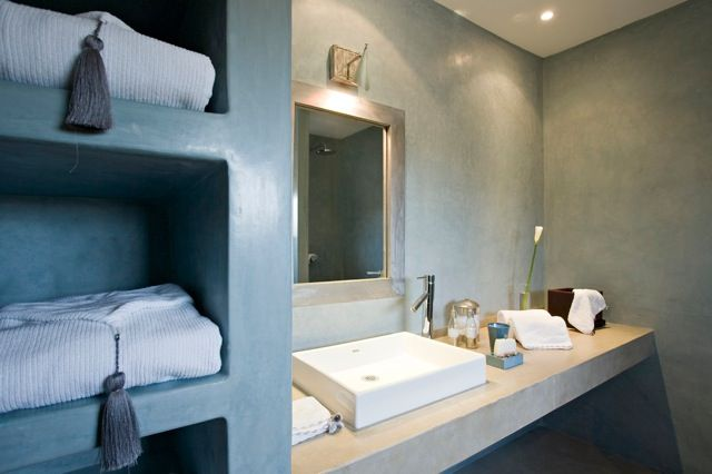 0804-NZ-bathroom-bleue1332857695Z.jpg