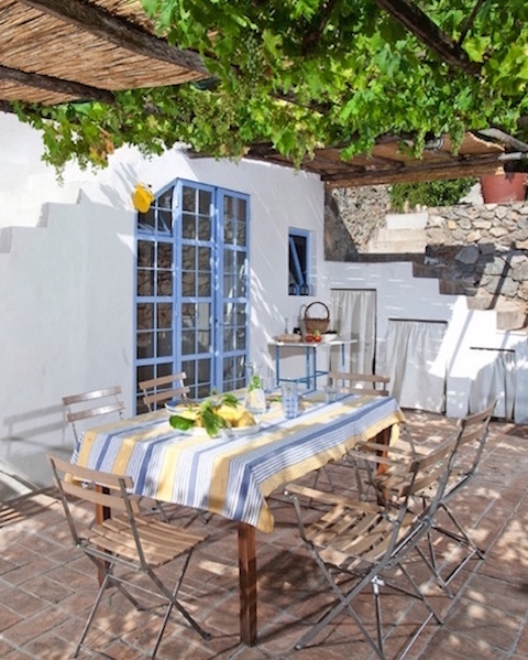 Casa di Isabella - Sleeps: 6-7Price From: EUR 4,500 per weekLocation: Porto Santo StefanoFeatures: Outdoor dining area