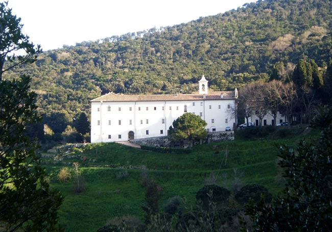 9-convento-dei-frati-passioni-argentario-la-sorgente.jpg