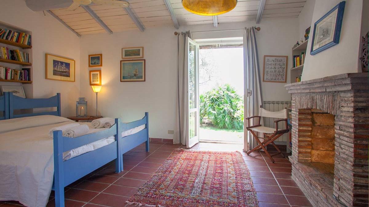 tuscany-seaside-villa-11.jpg