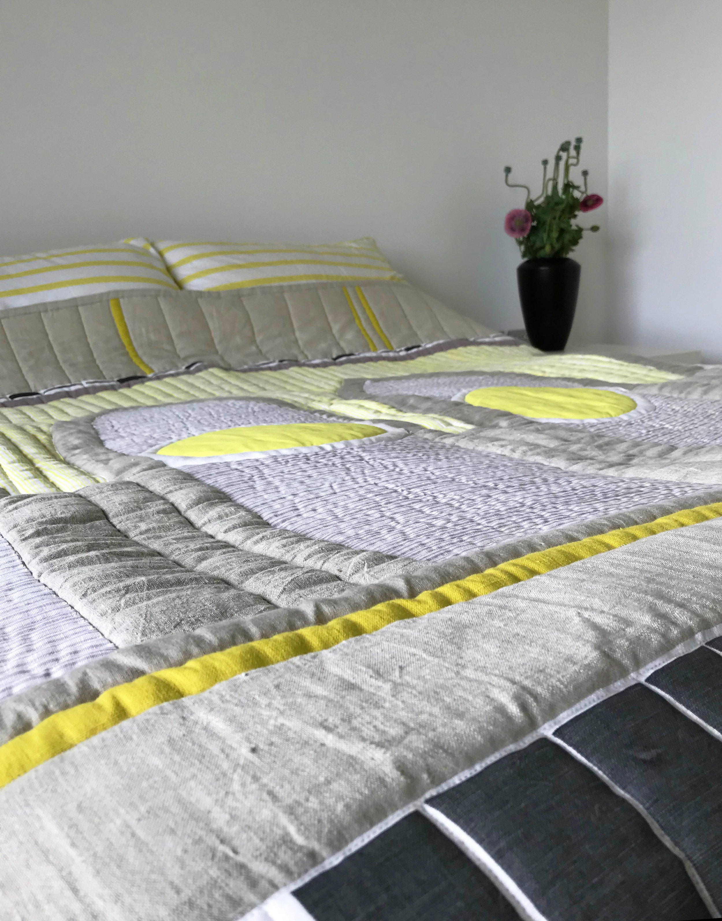 arches quilt on bed 4.jpg