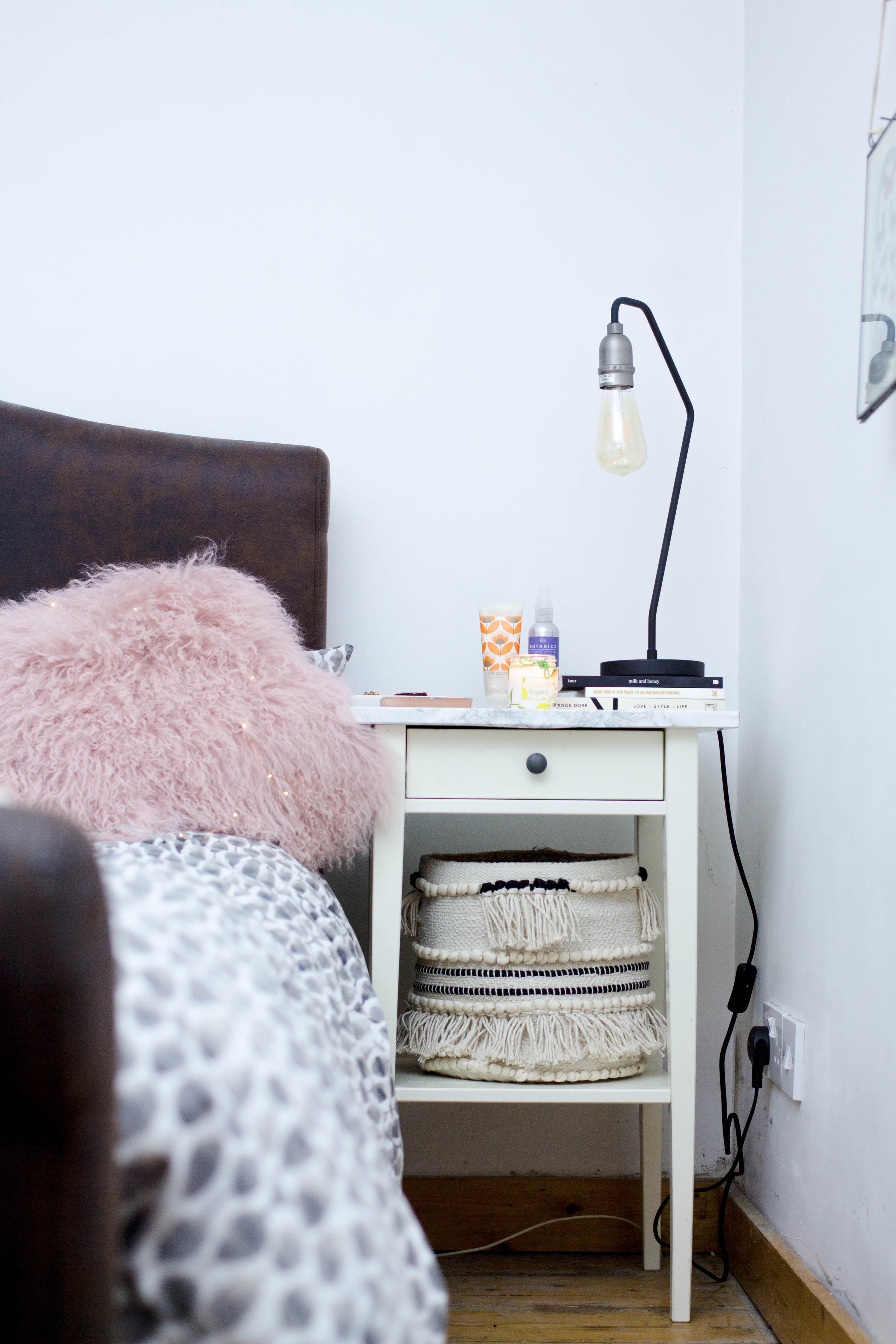 Styling-Bedside-Table-Tips-Rush-and-Teal-9.jpg